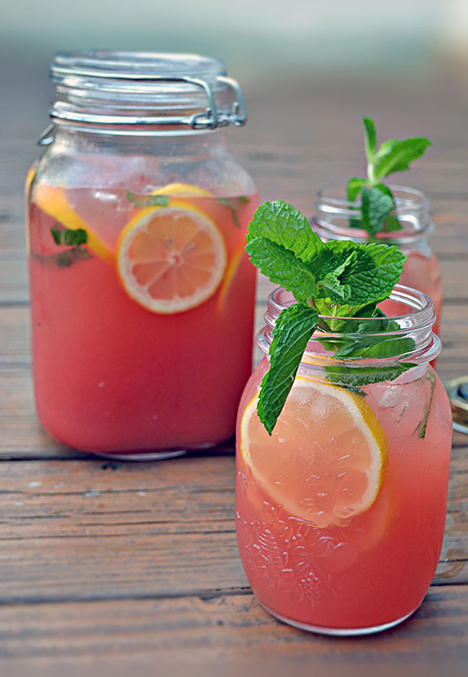 Boozy Watermelon Mint Lemonade (So refreshing! Perfect for summer and ...