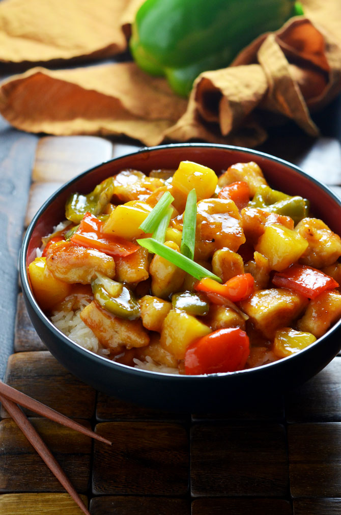 Sweet and Sour Chicken! A healthy, tasty, easy version of the Chinese takeout favorite! | hostthetoast.com