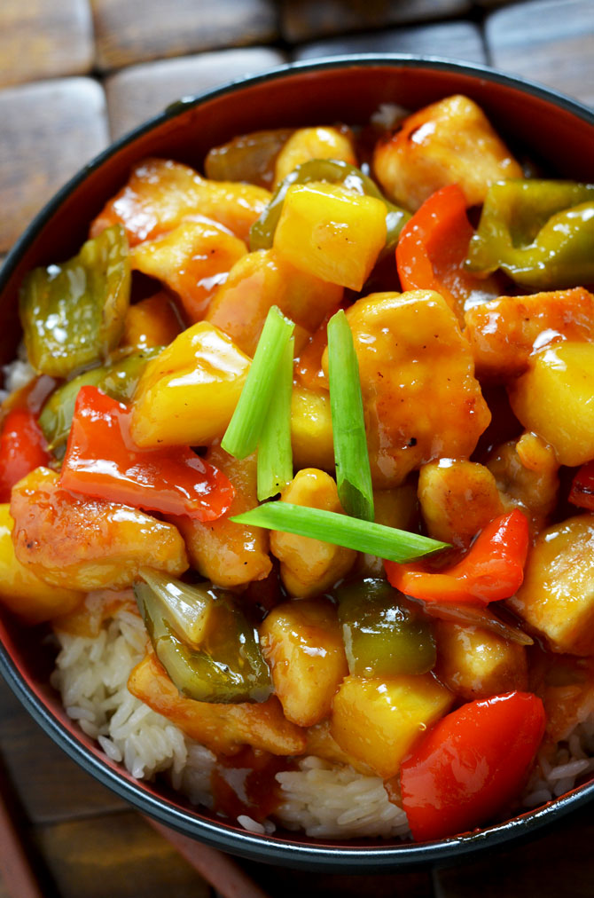 Sweet and Sour Chicken! A healthy, tasty, easy version of the Chinese takeout favorite!   hostthetoast.com