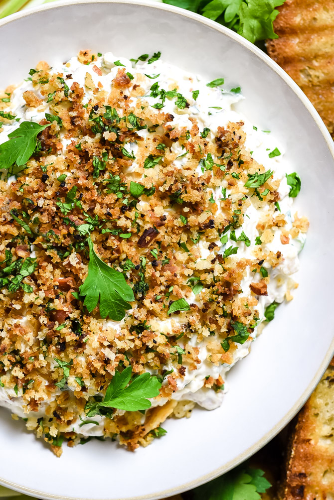 Clams Casino Dip. The retro hors d'ouerve is transformed into a creamy, easy-to-make dip complete with a buttery bacon-panko topping. | hostthetoast.com