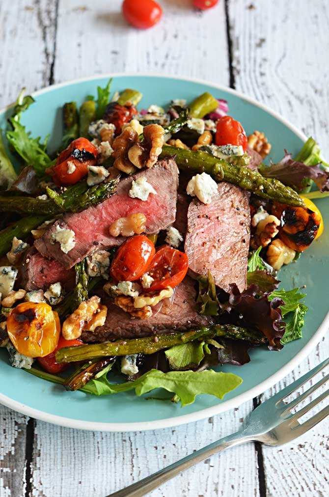 Warm Balsamic Steak and Vegetable Medley. Salad and meat lovers, unite! | hostthetoast.com