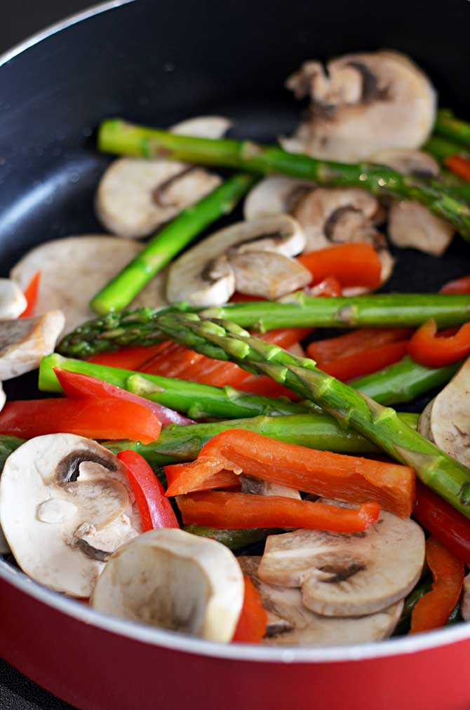 Garlic Lemon Chicken Stir Fry-- a great way to use up fresh spring veggies! | hostthetoast.com