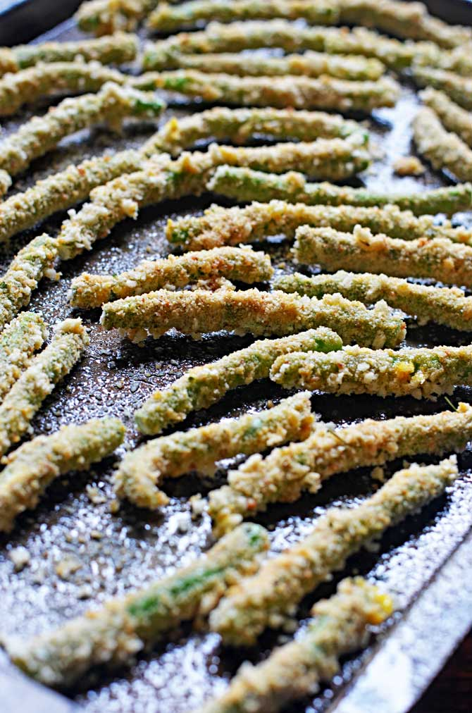 Baked Green Bean Fries with Sriracha Salt and Light Wasabi Ranch Dip.  Crispy, tasty, and guilt-free.  You're going to love these as an appetizer or side dish! | hostthetoast.com