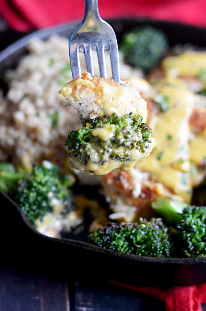 Sizzling Chicken, Broccoli, and Cheddar Skillet!  Way healthier than those from your favorite chain restaurants, but even more delicious! | hostthetoast.com