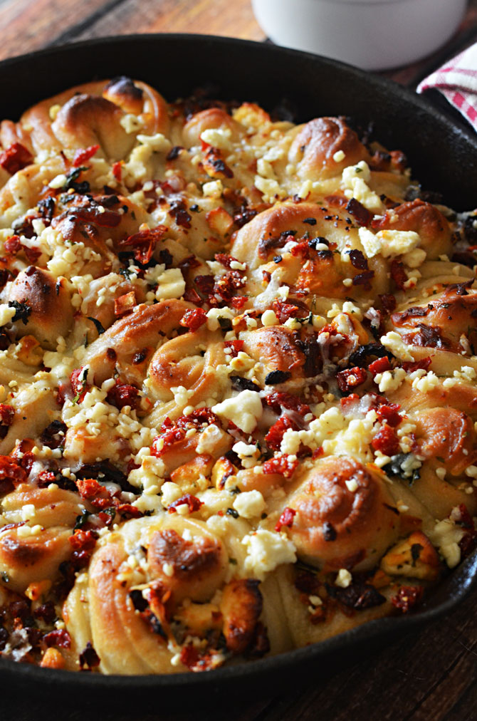 Sun-Dried Tomato & Feta Pull-Apart Garlic Knots.  Frozen bread dough makes them easy to prepare.  The toppings make them easy to devour. | hostthetoast.com