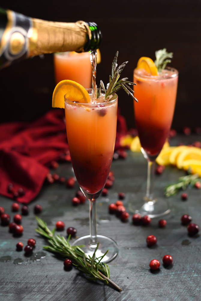 Holiday Cranberry Mimosas. This cocktail is perfect for Thanksgiving while you wait for dinner, or for Christmas morning! | hostthetoast.com