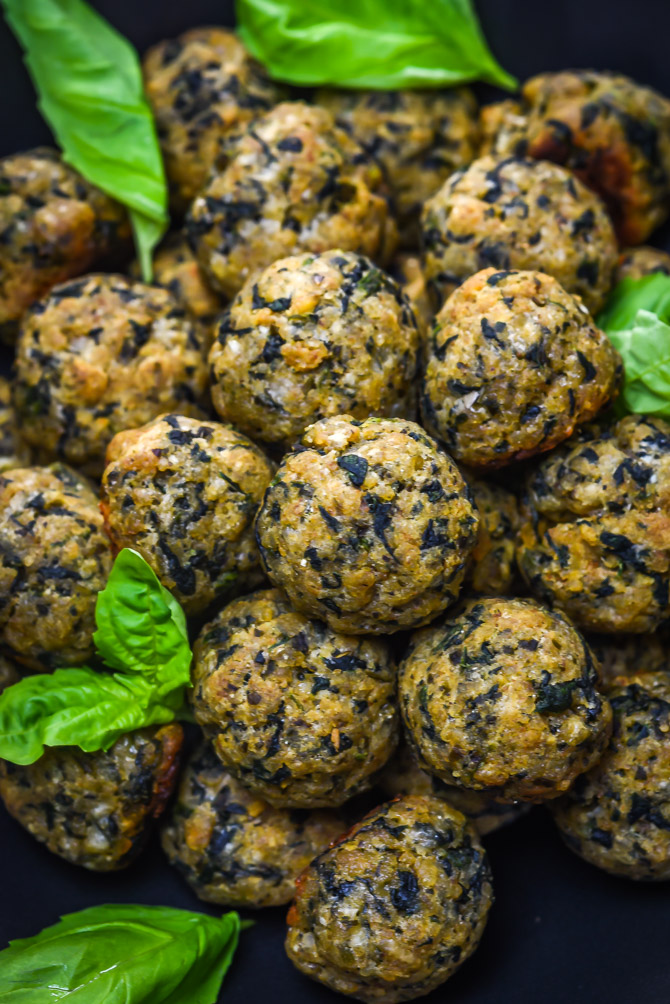 Pesto Parmesan Spinach Balls. These bite-sized appetizers are a party must-have! | hostthetoast.com