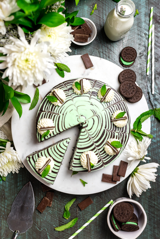 ThisNo-Bake Mint Chocolate Zebra Cheesecakeis just as delicious as it is hypnotically stunning. Be warned: It's rich, chocolaty, spiked with plenty of mint, silky smooth, and a total ruiner of self-control. | hostthetoast.com